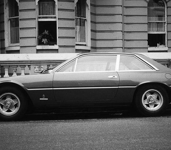 800px-ferrari_365_gt4_22_in_north_london_-_1974