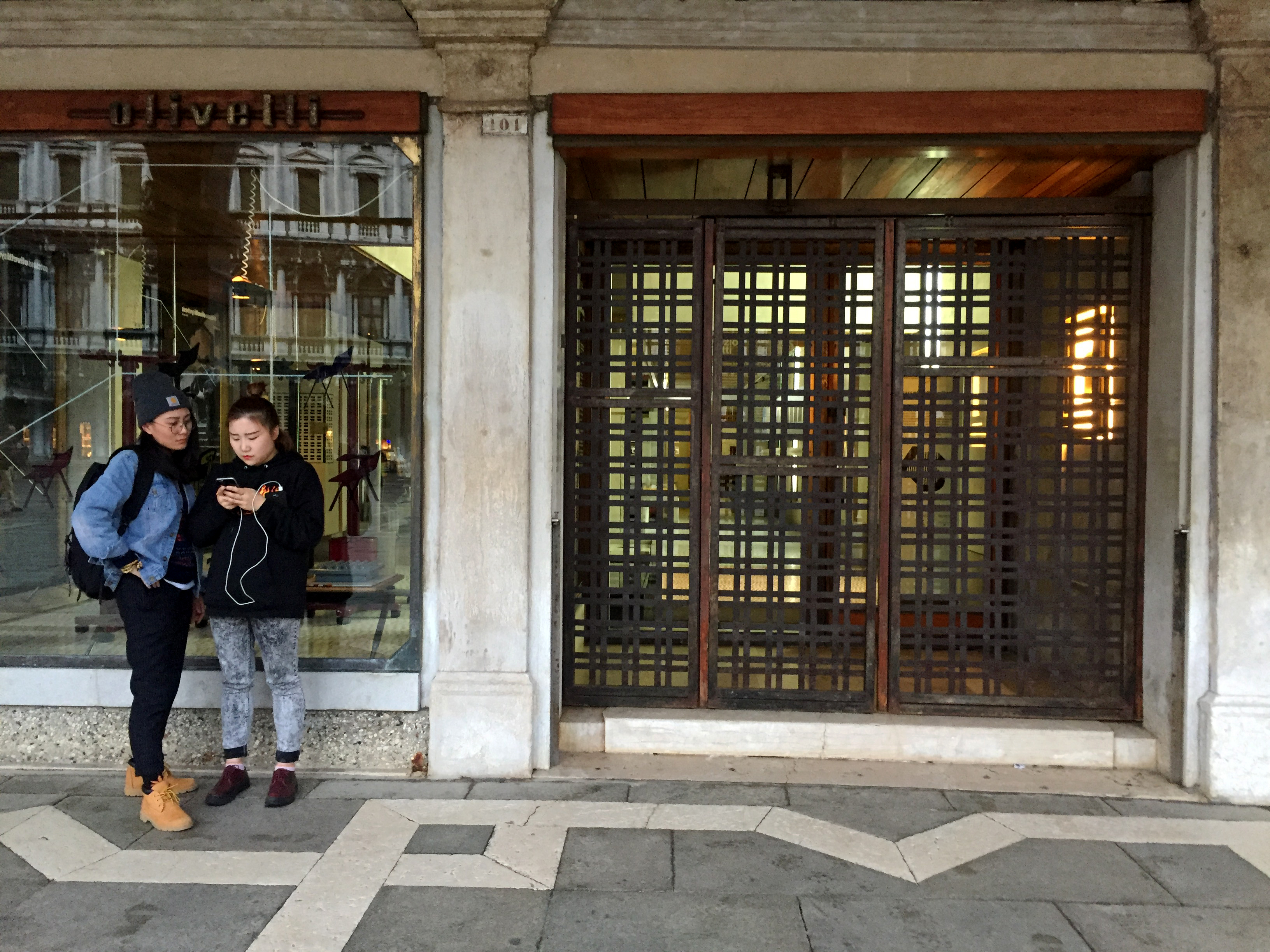 Oliveti Showroom. Carlo Scarpa